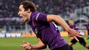Federico Chiesa of Fiorentina celebrates after German Pezzella scored goal of 3 3 during the Serie A