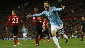Sport Bilder des Tages Bernardo Silva of Manchester City celebrates scoring the first goal during th
