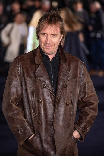 Welsh actor Rhys Ifans attends the London Premiere of The White Crow at Curzon Mayfair in London M (Quelle: imago images/Matrix)