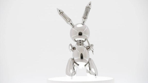Jeff Koons Rabbit stainless steel 1986 is on display at Christie s 20th Century Week press previe (Quelle: imago / UPI Photo)