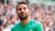 'Ich glaube es ist genug': Claudio Pizarro verlängert seinen Vertrag bei Werder Bremen um ein Jahr und kündigt sein Karriereende an.