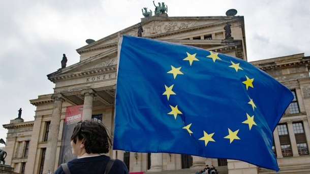 """Pulse of Europe"" feiert Wahlparty am Gendarmenmarkt. ""Pulse of Europe"" in Berlin"