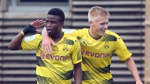 BVB-Youngster Youssoufa Moukoko (l) gilt als Wunderkind.