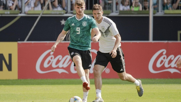 Niklas Stark (r) In duel with Timo Werner. (Source: imago images / Sven Simon)