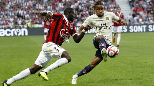 Paris Saint-Germain: RB Leipzig verpflichtet PSG-Talent Nkunku. Wechselt zu RB Leipzig: Christopher Nkunku (r) in Aktion für Paris Saint-Germain.