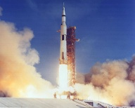16. Juli 1969: Apollo 11 hebt mit Neil Armstrong, Michael Collins und Edwin Aldrin ab.  (Quelle: imago images/Zuma Press)