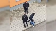 Attacke in Sachsen-Anhalt: Szene aus dem Video, das den Angriff in der Asylunterkunft in Halberstadt zeigt. (Quelle: Screenshot/Youtube)