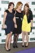 Sarah Ferguson mit ihren Töchtern: Eugenie Brooksbank und Beatrice von York besuchten mit ihrer Mutter eine Pre-Wimbeldon-Party im Jahr 2009. (Quelle: imago images/Future Image International)
