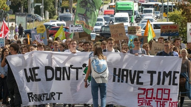 "Schülerproteste ""Fridays for Future"" gehen weiter. ""Fridays for Future"" Wiesbaden"