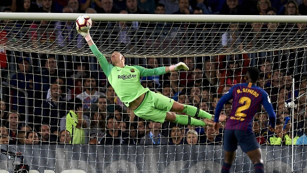 October 20 2018 Barcelona Catalonia Spain ter Stegen does stop the ball during the week 9 of (Quelle: imago )