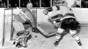 1959: Als die Eishockey-Maske Standard wurde (Quelle: imago images/United Archives International)