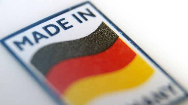 "Studie: ""Made in Germany"" hat weltweit den besten Ruf. Ein Logo mit der Aufschrift ""Made in Germany"": Das Label ist international hoch angesehen. (Quelle: dpa/Karl-Josef Hildenbrand)"