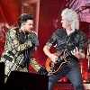 'Queen' singt bei einem Festival: Adam Lambert und Brian May traten am 28. September in den USA auf. (Archivbild) (Quelle: Getty Images/Theo Wargo )