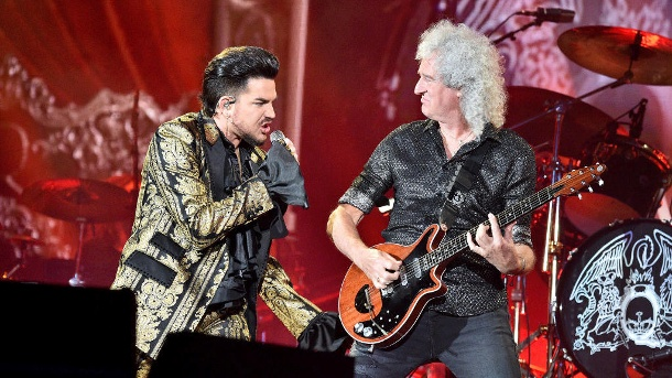 "Donald Trump: Kult-Band Queen verbietet ihm den ""We Will Rock You""-Song. ""Queen"" singt bei einem Festival: Adam Lambert und Brian May traten am 28. September in den USA auf. (Archivbild) (Quelle: Getty Images/Theo Wargo )"