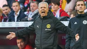 Lucien FAVRE Chef Trainer BVB Gesticulate give instructions action single image gesture han