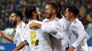 Fuball, SD Eibar - Real Madrid Real Madrid s captain Sergio Ramos (2-L) celebrates with Eden Hazard (2-R) after scoring
