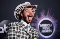 American Music Awards 2019: Post Malone kam zu den Awards im Cowboy-Look.  (Quelle: Reuters/Danny Moloshok )