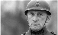 "Tod einer Hollywood-Legende: Kirk Douglas in Stanley Kubricks Anti-Kriegsepos ""Wege zum Ruhm"". (Quelle: imago images)"