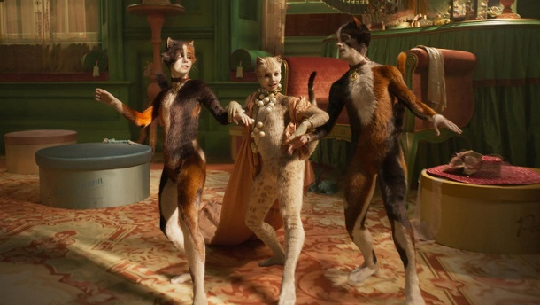 "Goldene Himbeere für Musical-Verfilmung ""Cats"". ""Cats"": Rumpleteazer (Naoimh Morgan), Victoria (Francesca Hayward) and Mungojerrie (Danny Collins). (Quelle: imago images / Cinema Publishers Collection)"