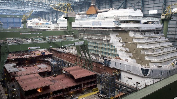 A cruise ship is being built in the Meyer shipyard in Papenburg: Because the corona virus has broken out, many employees have to stay at home. (Archive picture). (Source: imago images / IPON)