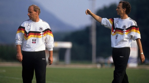 Coach duo: Vogts (left) and Beckenbauer in the run-up to the 1990 World Cup. (Source: imago images)