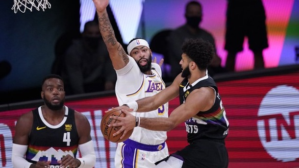 Basketball - NBA-Playoffs: Denver Nuggets verkürzen Serie gegen Lakers. Jamal Murray (r) führte die Denver Nuggets zum Sieg.