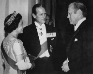 Elizabeth und Philip empfangen 1976 den US-Präsidenten Gerald Ford in London. (Quelle: imago image / Courtesy Everett Collection )