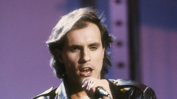 """Peter Schilling im Februar 1985 in der ZDF-Fernsehshow """"Hits Hits Hits"""". (Quelle: imago images / teutopress)"""