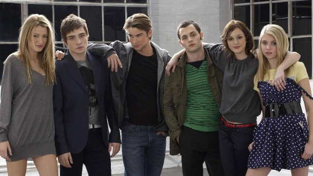 """Die """"Gossip Girl""""-Clique (v.l.): Blake Lively, Ed Westwick, Chace Crawford, Penn Badgley, Leighton Meester und Taylor Momsen. (Quelle: IMAGO / Cinema Publishers Collection)"""