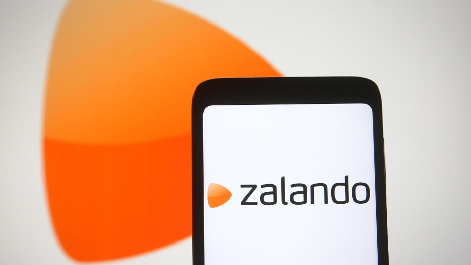 . In this photo illustration a Zalando logo of a European e- (Quelle: Thinkstock by Getty-Images)
