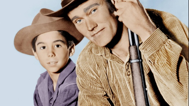 """Westlich von Santa Fé"": Johnny Crawford spielte in der Serie den Sohn von Chuck Connors.  (Quelle: IMAGO / Everett Collection)"