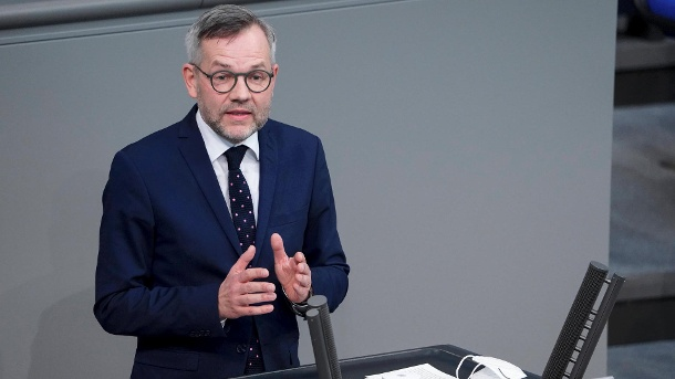 Europa-Staatsminister Michael Roth (SPD) im Bundestag  (Quelle: imago images/Political-Moments)