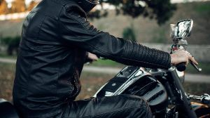 Biker in helmet poses on classical chopper Copyright: xNomadSoulx Panthermedia28075446 ,model released, Symbolfoto