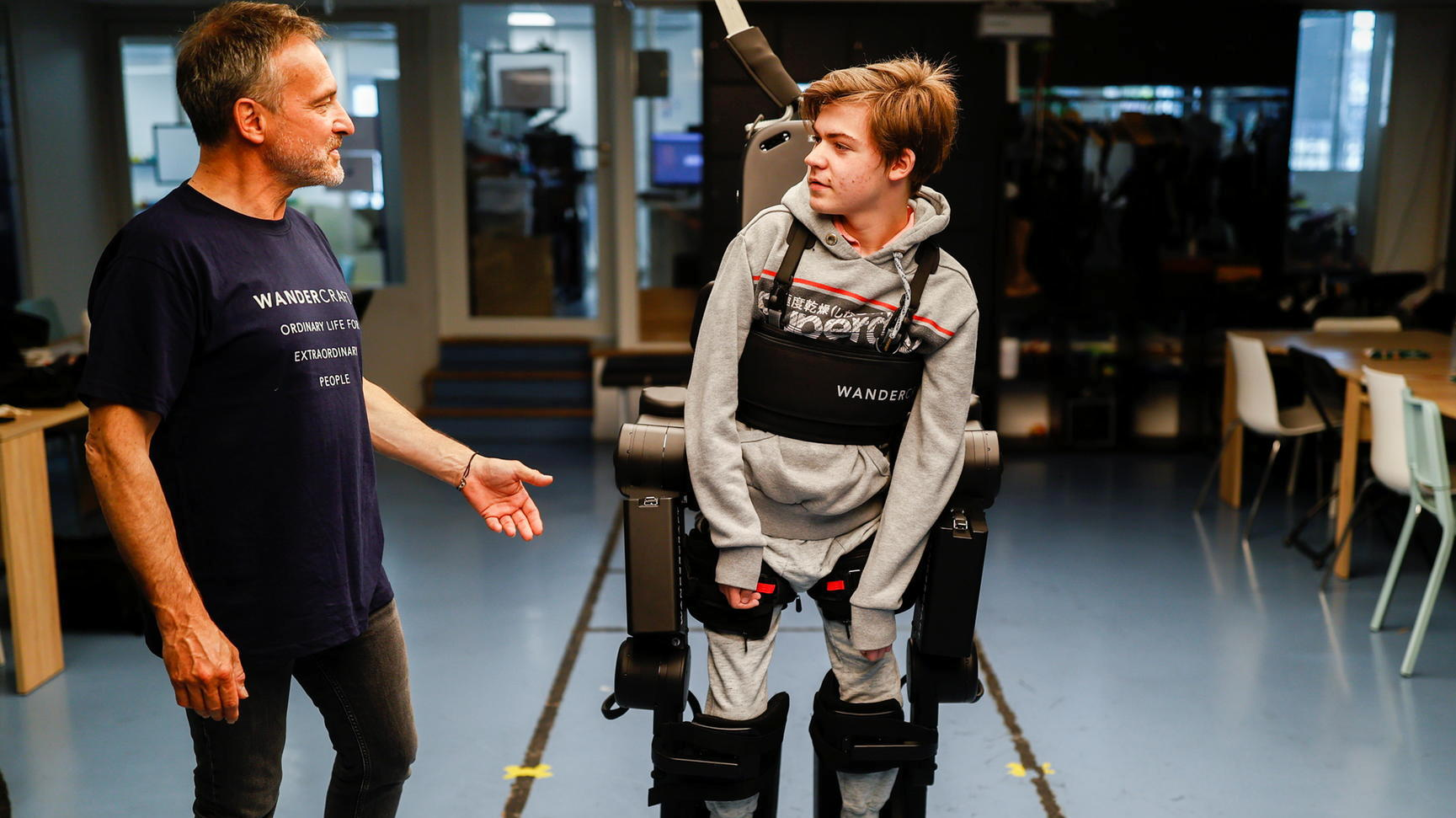 Father builds a robot skeleton for his son with walking difficulties |  LATEST PAGE NEWS