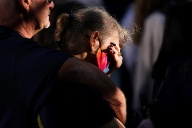Many people were very emotional and mourned together.  (Source: AP / dpa / Evan Vucci)