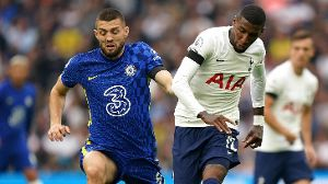 Chelseas Mateo Kovacic wird von Tottenhams Emerson bearbeitet (v.l.). (Quelle: imago images/PA Images)